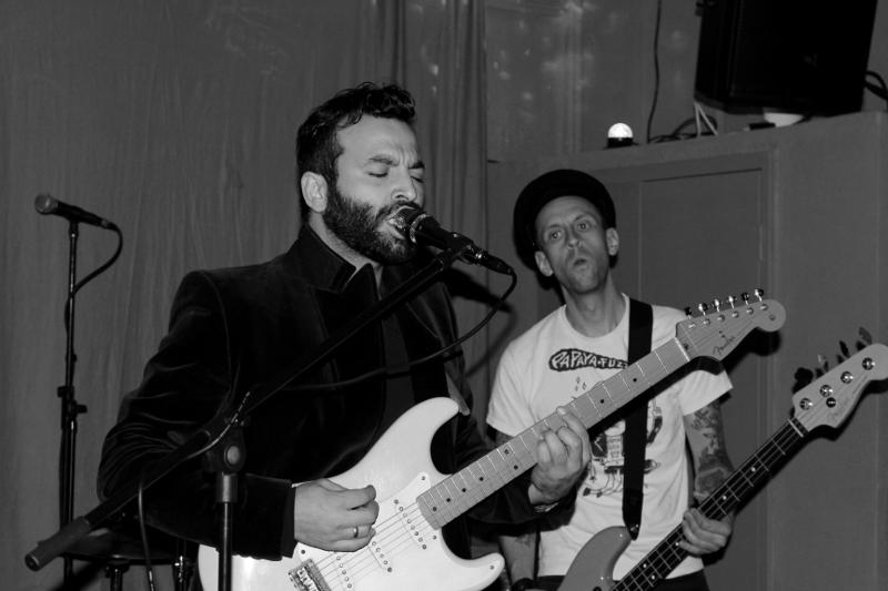 Sänger von Baba Burnham und Bassist Frank