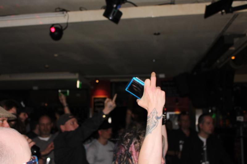 Auch das Publikum mag den gestreckten Mittelfinger
