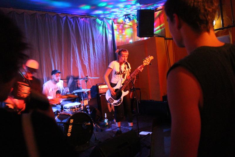 Die Bassisten singt auch