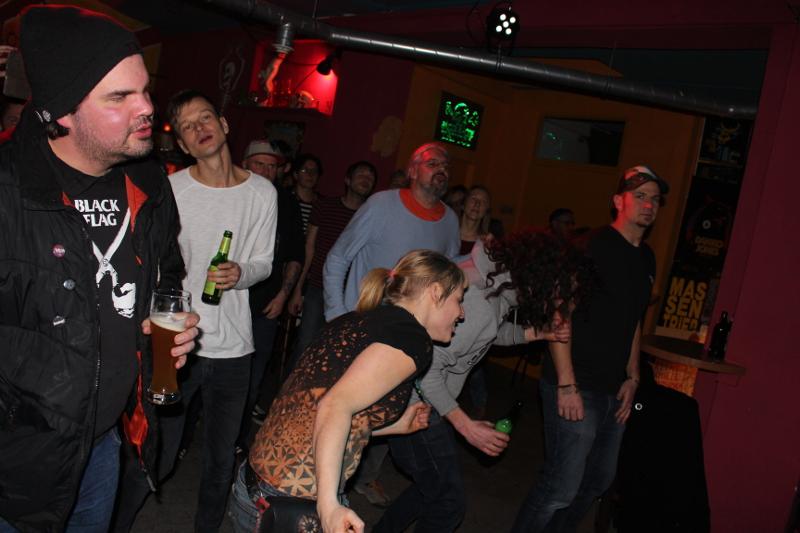 Viele Frauen unter den Tanzenden