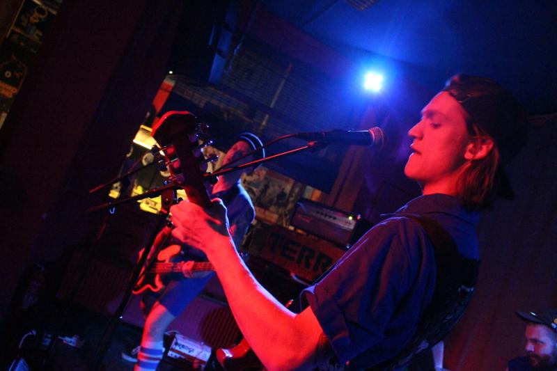 Der Sänger und Gitarrist