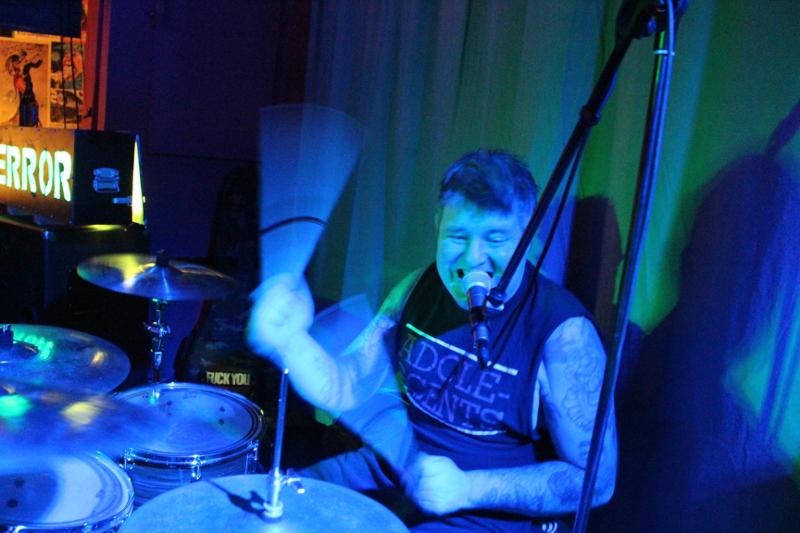 Sorgt für durchgängig Druck: Plüschi an den Drums