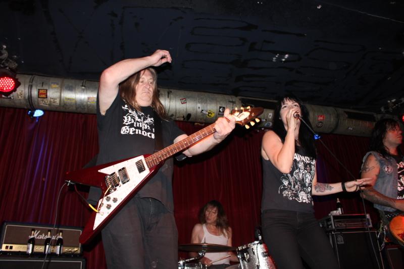 Der Gitarrist ist Poison-Idea gestählt