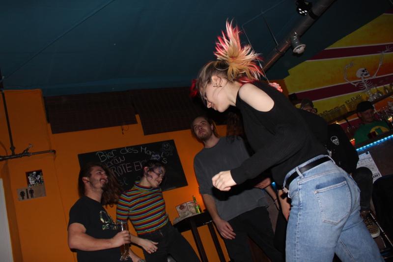 Das Publikum tanzt zu alter egon!
