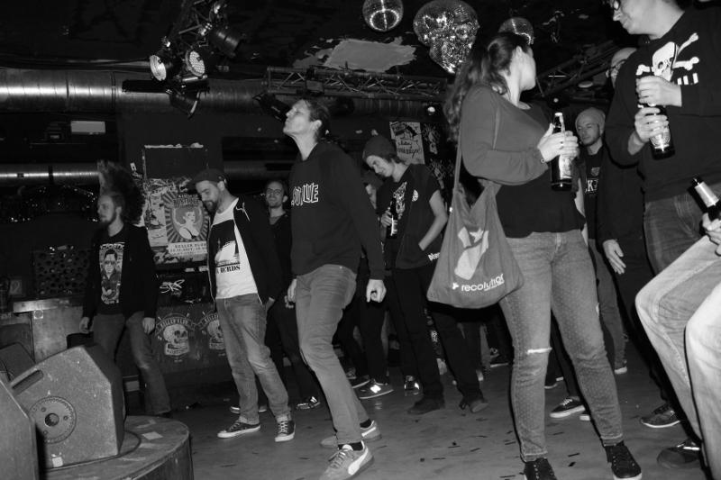 Das kleine Publikum tanzt