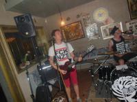 Pissshit: Schlagzeuger und Gitarrist