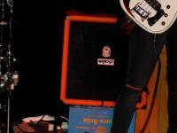 Kleiner Bassverstärker ergibt angenehme Lautstärke.