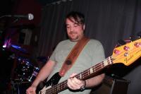 Bassist Eddie stammt aus Bradfoard
