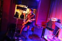 Etwas Stage-Acting vom Gitarristen