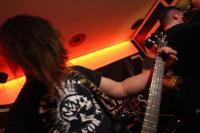 Niclas Keicher von Die Partei spielt Bass bei Neighbourhood Creeps