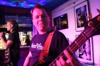Bassist André kann auch böse gucken - huch!