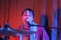 Auch der Schlagzeuger singt