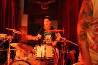 Wir vergessen nicht die wichtigste Person: den Schlagzeuger