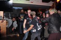 Paartanz sieht man selten auf Punk-Konzerten