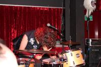 Auch hinter dem Schlagzeug ist Stageacting möglich